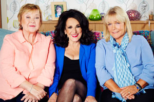 Birds Of A Feather. Image shows from L to R: Sharon Theodopolopodous (Pauline Quirke), Dorien Green (Lesley Joseph), Tracey Stubbs (Linda Robson). Copyright: Alomo Productions / Retort.