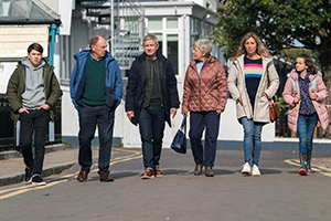 Breeders. Image shows from L to R: Luke (Alex Eastwood), Jim (Alun Armstrong), Paul (Martin Freeman), Ally (Daisy Haggard), Jackie (Joanna Bacon), Ally (Daisy Haggard), Ava (Eve Prenelle). Copyright: Avalon Television.