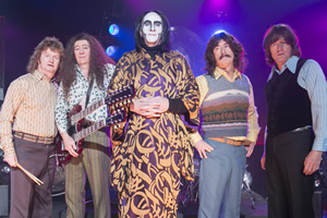 Brian Pern. Image shows from L to R: Mike Phillips (Philip Pope), Pat ...