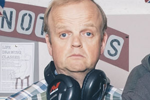 Detectorists. Lance Stater (Toby Jones). Copyright: Channel X / Lola Entertainment.