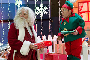 Get Santa. Image shows from L to R: Santa Claus (Jim Broadbent), Sally (Warwick Davis). Copyright: Scott Free Productions.