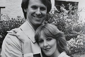 Holding The Fort. Image shows from L to R: Russell Milburn (Peter Davison), Penny Milburn (Patricia Hodge). Copyright: London Weekend Television.
