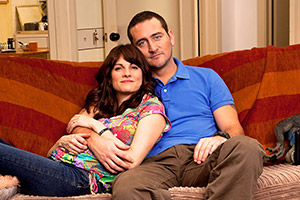In With The Flynns. Image shows from L to R: Caroline (Niky Wardley), Liam (Will Mellor). Copyright: Caryn Mandabach Productions.