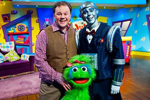 Justin's House. Image shows from L to R: Justin (Justin Fletcher), Little Monster, Robert the Robert (Steven Kynman). Copyright: BBC.