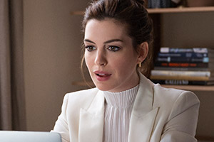 Locked Down. Linda (Anne Hathaway). Copyright: Warner.