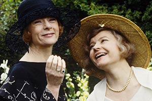 Mapp & Lucia. Image shows from L to R: Lucia (Geraldine McEwan), Mapp (Prunella Scales). Copyright: London Weekend Television / Rex.