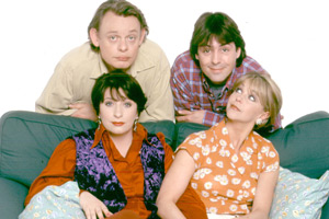 Men Behaving Badly. Image shows from L to R: Gary Strang (Martin Clunes), Dorothy (Caroline Quentin), Tony Smart (Neil Morrissey), Deborah (Leslie Ash). Copyright: Hartswood Films Ltd.