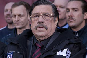 Mike Bassett: Interim Manager. Image shows from L to R: Unknown, Mike Bassett (Ricky Tomlinson), Unknown.