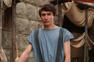 Plebs. Marcus (Tom Rosenthal). Copyright: RISE Films.