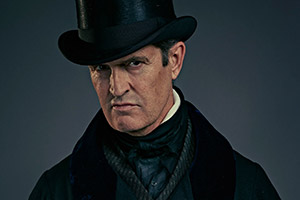 Quacks. Dr. Hendrick (Rupert Everett). Copyright: Lucky Giant.