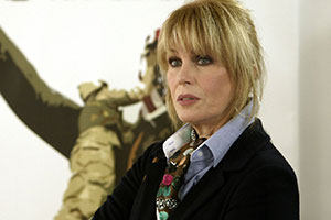 Sensitive Skin. Davina Jackson (Joanna Lumley). Copyright: Baby Cow Productions.