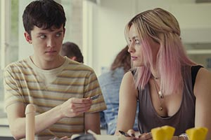 Sex Education. Image shows from L to R: Otis Milburn (Asa Butterfield), Maeve Wiley (Emma Mackey). Copyright: Eleven Film.