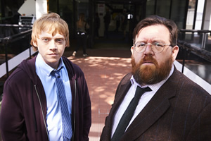 Sick Note. Image shows from L to R: Daniel Glass (Rupert Grint), Dr Iain Glennis (Nick Frost). Copyright: King Bert Productions.