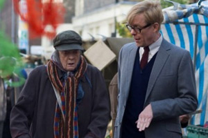 The Lady In The Van. Image shows from L to R: Miss Shepherd (Maggie Smith), Alan Bennett (Alex Jennings). Copyright: BBC Films.