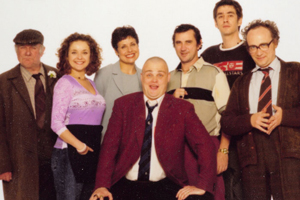 Time Gentlemen Please. Image shows from L to R: Old Man (Roy Heather), Janet (Julia Sawalha), Vicky Jackson (Rebecca Front), Guv (Al Murray), Terry (Phil Daniels), Steve (Jason Freeman), Prof (Andrew Mackay). Copyright: Avalon Television.