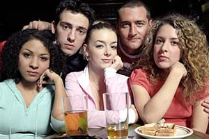 Two Pints Of Lager And A Packet Of Crisps. Image shows from L to R: Louise (Kathryn Drysdale), Jonny Keogh (Ralf Little), Janet (Sheridan Smith), Gary 'Gaz' Wilkinson (Will Mellor), Donna Henshaw (Natalie Casey). Copyright: BBC.