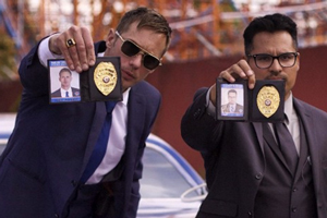 War On Everyone. Image shows from L to R: Terry Monroe (Alexander Skarsgård), Bob Bolaño (Michael Peña).