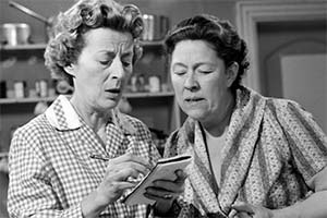 Winning Widows. Image shows from L to R: Mildred (Avice Landon), Martha (Peggy Mount). Copyright: Associated Television.