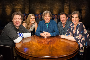 Alan Davies: As Yet Untitled. Image shows from L to R: Nick Helm, Olivia Lee, Alan Davies, Lee Mack, Katherine Jakeways. Copyright: Phil McIntyre Entertainment.