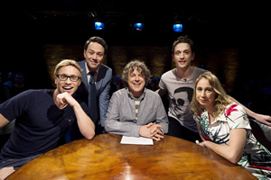 Alan Davies: As Yet Untitled. Image shows from L to R: Russell Howard, Reece Shearsmith, Alan Davies, John Robins, Tiffany Stevenson. Copyright: Phil McIntyre Entertainment.