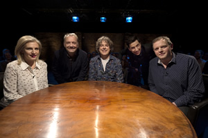 Alan Davies: As Yet Untitled. Image shows from L to R: Lucy Montgomery, Bob Mortimer, Alan Davies, Russell Kane, Miles Jupp. Copyright: Phil McIntyre Entertainment.
