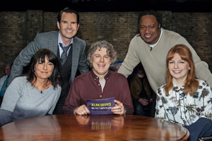 Alan Davies: As Yet Untitled. Image shows from L to R: Davina McCall, Jimmy Carr, Alan Davies, Reginald D Hunter, Alice Levine. Copyright: Phil McIntyre Entertainment.