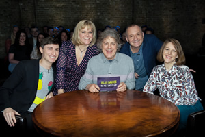 Alan Davies: As Yet Untitled. Image shows from L to R: Tom Rosenthal, Lizzie Roper, Alan Davies, Bob Mortimer, Gemma Whelan. Copyright: Phil McIntyre Entertainment.