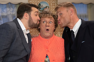 All Round To Mrs. Brown's. Image shows from L to R: Jason Manford, Mrs Brown (Brendan O'Carroll), Andrew Flintoff.