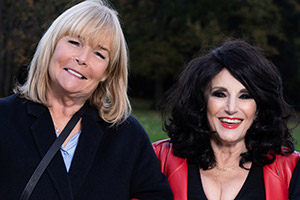 Birds Of A Feather. Image shows from L to R: Tracey Stubbs (Linda Robson), Dorien Green (Lesley Joseph). Copyright: ITV.
