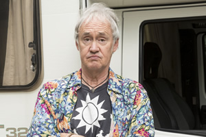 Boomers. Mick (Nigel Planer). Copyright: Hat Trick Productions.