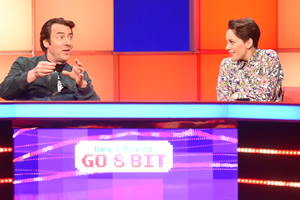 Dara O Briain's Go 8 Bit. Image shows from L to R: Jonathan Ross, Suzi Ruffell. Copyright: DLT Entertainment Ltd..
