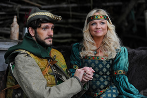 Drunk History. Image shows from L to R: Robin Hood (Mathew Baynton), Maid Marian (Emma Bunton). Copyright: Tiger Aspect Productions.