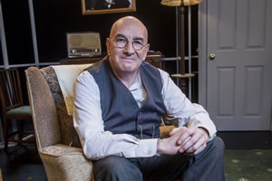 Lost Sitcoms. Alf Garnett (Simon Day). Copyright: BBC.