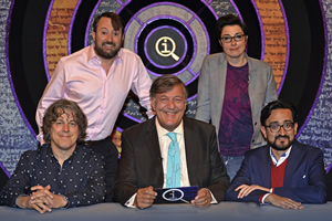 QI. Image shows from L to R: Alan Davies, David Mitchell, Stephen Fry, Sue Perkins, Sami Shah. Copyright: TalkbackThames.