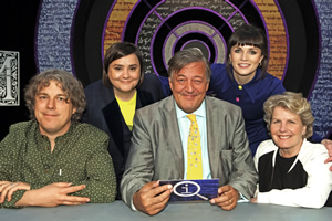 QI. Image shows from L to R: Alan Davies, Susan Calman, Stephen Fry, Aisling Bea, Sandi Toksvig. Copyright: TalkbackThames.