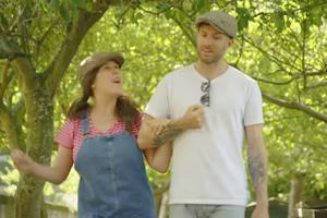 Rosie Tries To Help - Animals With Joel Dommett