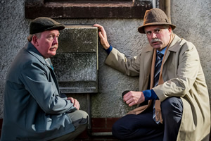 Still Game. Image shows from L to R: Jack Jarvis (Ford Kiernan), Victor McDade (Greg Hemphill). Copyright: The Comedy Unit.