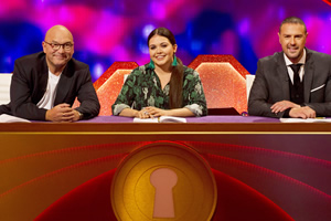 Through The Keyhole. Image shows from L to R: Gregg Wallace, Scarlett Moffatt, Paddy McGuinness. Copyright: Talkback.