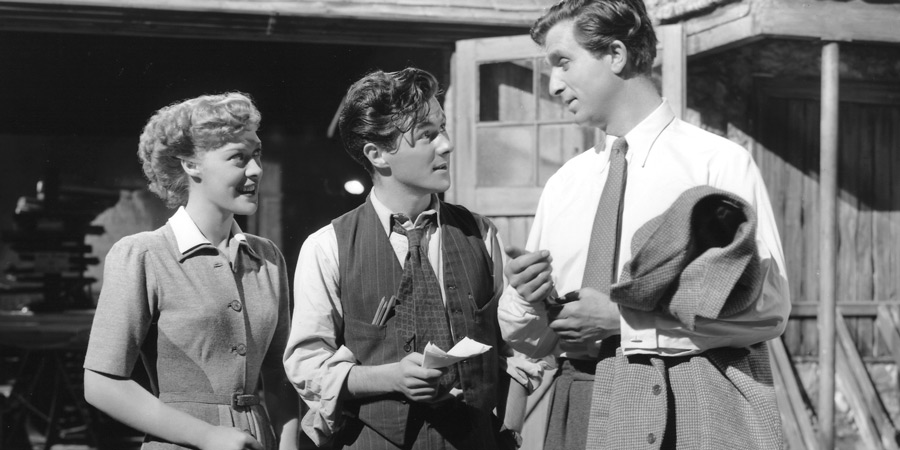 All Over The Town. Image shows from L to R: Beryl Hopper (Eleanor Summerfield), Gerald Vane (Cyril Cusack), Nathaniel Hearn (Norman Wooland). Copyright: ITV Studios.