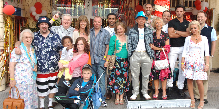 Benidorm. Image shows from L to R: Noreen Maltby (Elsie Kelly), The Oracle (Johnny Vegas), Donald Stewart (Kenny Ireland), Chantelle Garvey (Hannah Hobley), Janice Garvey (Siobhan Finneran), Mick Garvey (Steve Pemberton), Unknown, Jacqueline Stewart (Janine Duvitski), Mel (Geoffrey Hutchings), Troy (Paul Bazely), Madge (Sheila Reid), Gavin (Hugh Sachs), Mateo (Jake Canuso), Brandy (Sheridan Smith), Martin Weedon (Nicholas Burns). Copyright: Tiger Aspect Productions.