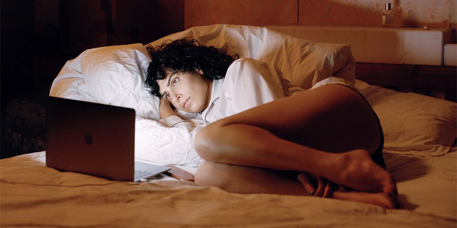 The Bisexual. Leila (Desiree Akhavan).
