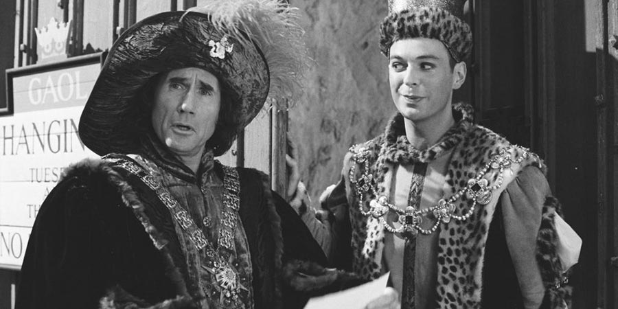 Carry On Columbus. Image shows from L to R: Christopher Columbus (Jim Dale), Don Juan Diego (Julian Clary).