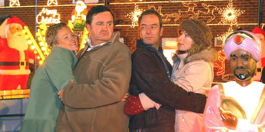 Christmas Lights. Image shows from L to R: Pauline (Maxine Peake), Howie (Mark Benton), Colin (Robson Green), Jackie (Nicola Stephenson). Copyright: Granada Television.