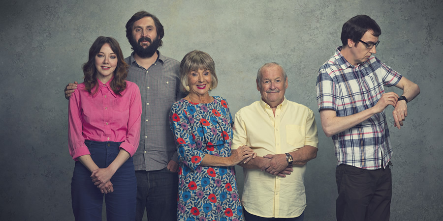 The Cockfields. Image shows from L to R: Donna (Diane Morgan), Simon (Joe Wilkinson), Sue (Sue Johnston), Ray (Bobby Ball), David (Ben Rufus Green).