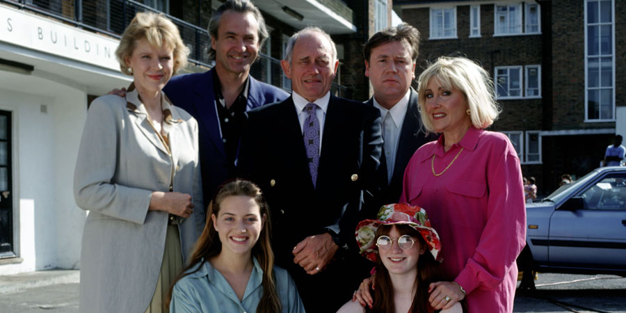 Get Back. Image shows from L to R: Prudence Sweet (Jane Booker), Albert Sweet (Larry Lamb), Eleanor Sweet (Kate Winslet), Bernie Sweet (John Bardon), Martin Sweet (Ray Winstone), Joanne Sweet (Michelle Cattini), Loretta Sweet (Carole Harrison).