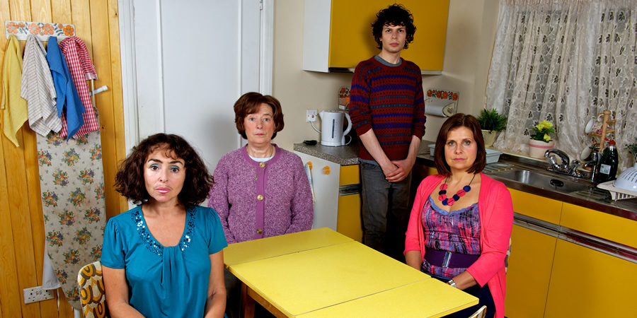 Grandma's House. Image shows from L to R: Auntie Liz (Samantha Spiro), Grandma (Linda Bassett), Simon (Simon Amstell), Tanya (Rebecca Front). Copyright: Tiger Aspect Productions.