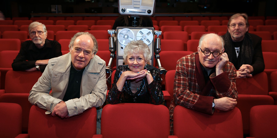 The Hitchhiker's Guide To The Galaxy Live. Image shows from L to R: Marvin the Paranoid Android (Stephen Moore), Ford Prefect (Geoffrey McGivern), Trillian (Susan Sheridan), Arthur Dent (Simon Jones), Zaphod Beeblebrox (Mark Wing-Davey).
