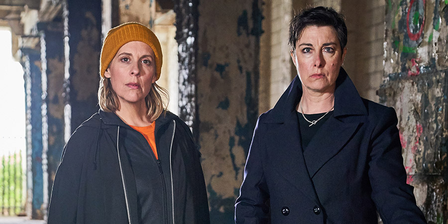 Hitmen. Image shows from L to R: Fran (Sue Perkins), Jamie (Mel Giedroyc). Copyright: Tiger Aspect Productions.
