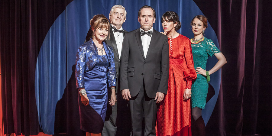 I Want My Wife Back. Image shows from L to R: Paula (Jan Francis), Don (Peter Wight), Murray (Ben Miller), Bex (Caroline Catz), Keeley (Cariad Lloyd). Copyright: Busby Productions / Mainstreet Pictures.
