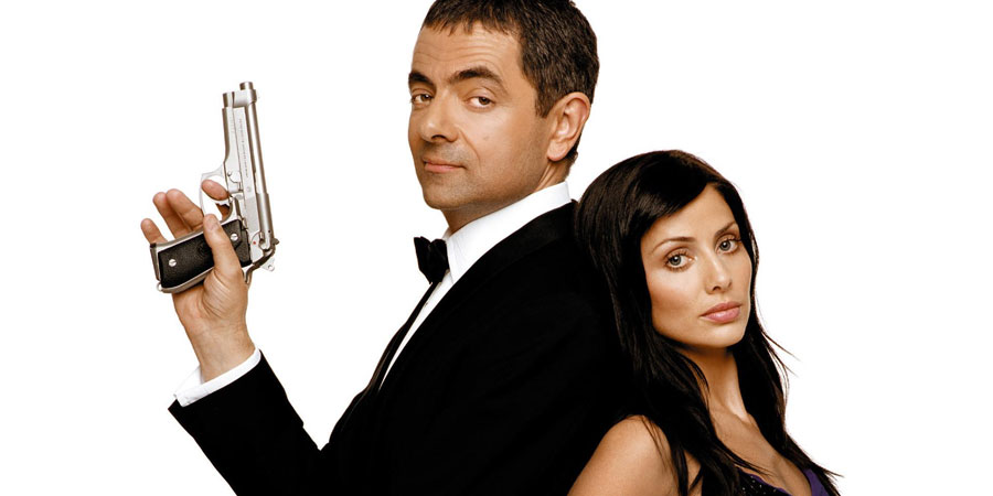 Johnny English. Image shows from L to R: Johnny English (Rowan Atkinson), Lorna Campbell (Natalie Imbruglia). Copyright: Working Title Films / StudioCanal.
